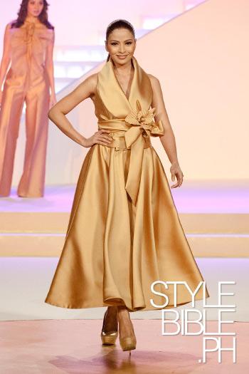 Philippine Fashion Week 2011 Spring Summer Collection Jc Buendia For Pond S Gold Radiance