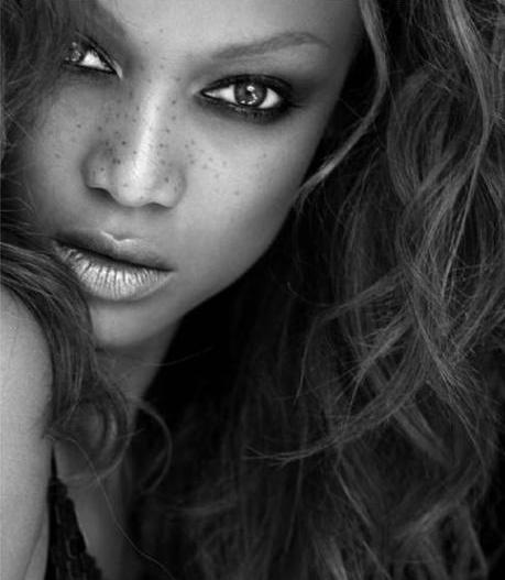 Tyra Banks Black And White: ANTM: World Invasion L Week 11 L AMERICA'S NEXT TOP MODEL
