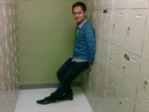 I was wearing Milanos for my shoes. Lol. I noticed that this is indeed my other signature pose. lol