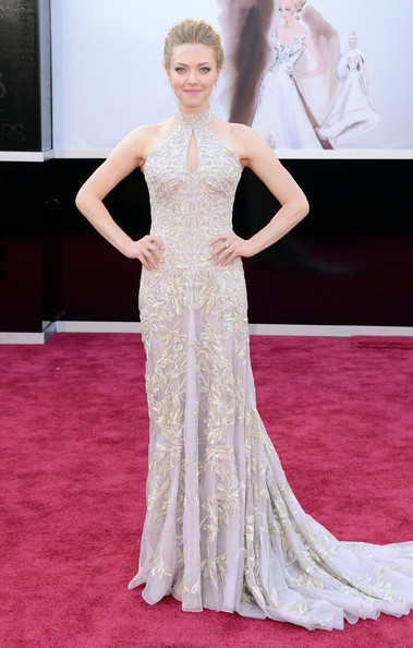 Amanda Seyfriend was looking etherially good a custom made Alexander McQueen gown matching it with Roger Vivier shoes and Lorraine Schwartz jewels.