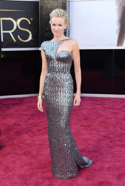 Best Actress nominee Naomi watts was wearing an Armani Prive dress matching it with Neil Lane jewels. She just looked divine and it's impossible to ignore her!