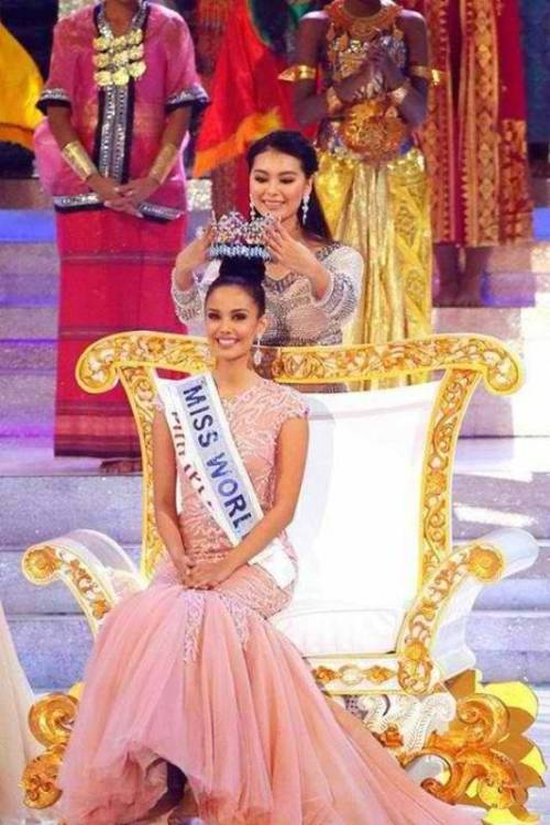 outgoing title holder Wenxia Yu crowning Miss World 2013 Megan Young from the Philippines!  via yahoo