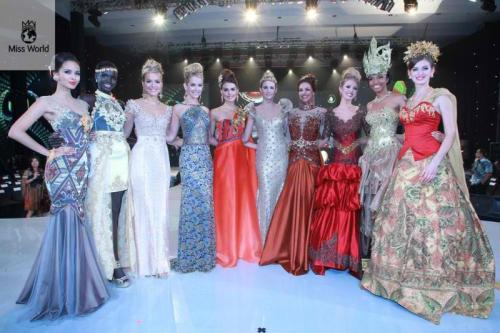 Here's our Megan making the Top 10! Yay! With the rest of the finalists!