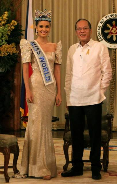 Looking glorious in her terno with the President!