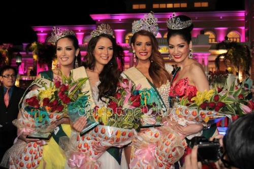 L-R: Korea's Catharina Choi, Austria's Katia Wagner, Miss Earth 2013 Alyz Henrich and Punika  Kulsoontornrut of Thailand via OMPB