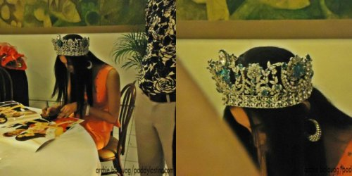 sidenotes: Mutya Datul signing autograph and her fascinating crown!