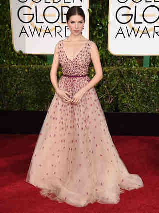 """Into The Woods"" star Anna Kendrick looking so majestic in a sheer tulle Monique Lhuillier creation!"